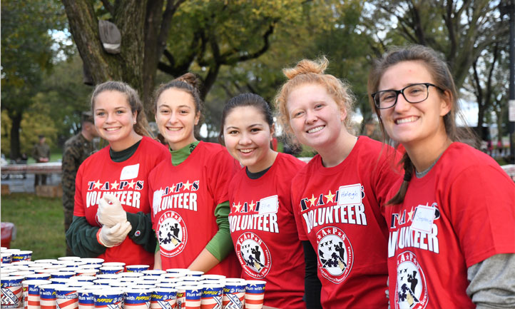 teen volunteers handed cups of water to runners at the 2018 Marine Corps Marathon